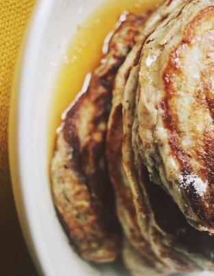 Vegan banana oat pancakes, spiced maple