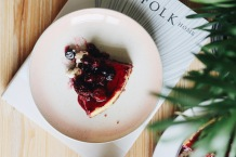 White chocolate and ginger cheesecake, winter berries
